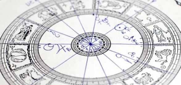 Handgemachte Horoskope sind der goldene Standard. (Blasting News Archivbild)