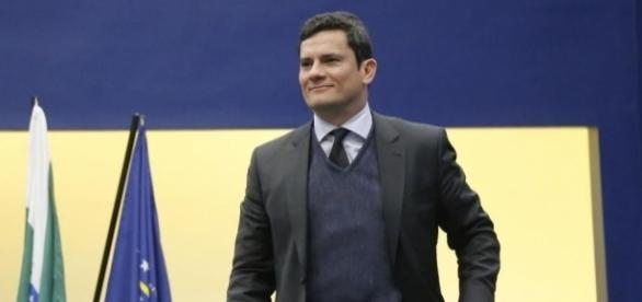 """Jornalista da Globo News afirmou que """"aplaudiu o juiz Sérgio Moro de pé"""""""