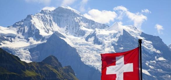 Svizzera, il 58% vota sì al referendum per negare il lavoro agli ... - today.it