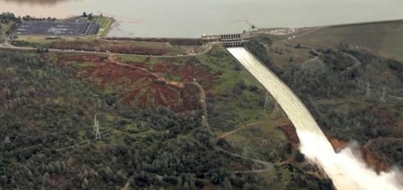 The Oroville dam spillway. peeweethepinstriper (YouTube-screencap)