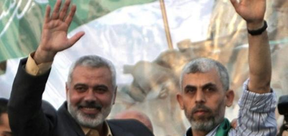 Un'immagine del nuovo capo di Hamas (a destra)