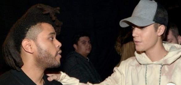Os dois cantores, The Weeknd (à esqueda) e Justin Bieber, já foram amigos