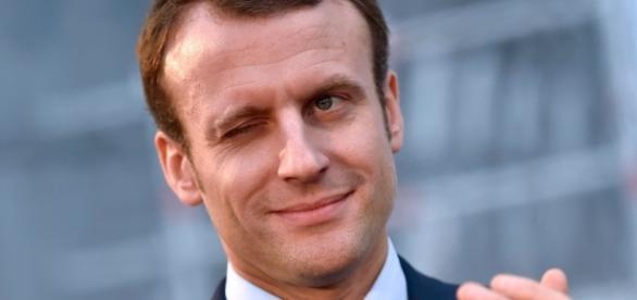 Baptiste Rossi, Macron, comédien ou martyr - La Règle du Jeu ... - laregledujeu.org