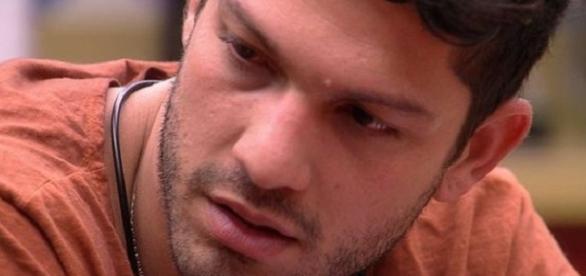 Luiz Felipe disse que acabou agredindo sua ex-namorada