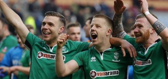 FA Cup: Sean Raggett heads Lincoln ahead against Burnley - BBC Sport - bbc.co.uk
