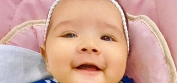 Foto da bebê que precisa ser internada