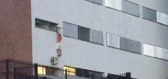 Homem tenta fugir de hospital pela janela em Marília (Foto: Paulo César Medeiros/ Arquivo pessoal )