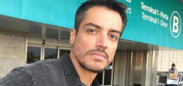 O jornalista Leo Dias revelou que foi traído pelo ex-namorado com ator famoso. (Foto: Reprodução/Instgram)