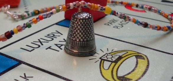 The Thimble has been eliminated from Monopoly - Photo: Blasting News Library - pantograph-punch.com