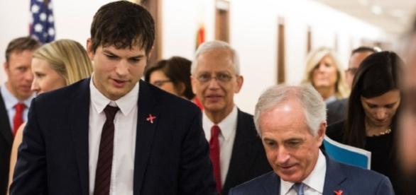 Ashton Kutcher fala sobre tráfico sexual para congressistas