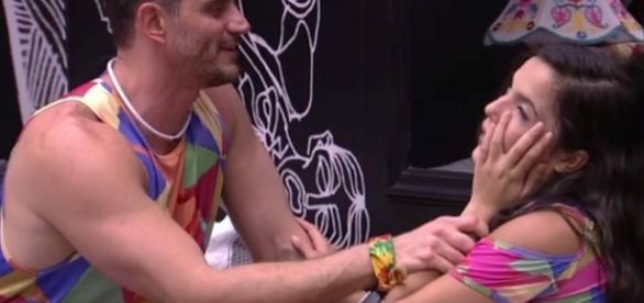 BBB 17': Marcos e Emilly se beijam na festa Refresque Sua Vibe - globo.com