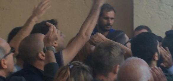 La contestazione dei militanti di CasaPound all'ex sindaco Marino ad Ostia.