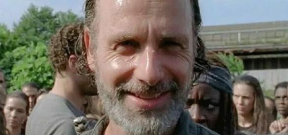 Rick dando um sorrisinho no nono episódio da sétima temporada de The Walking Dead