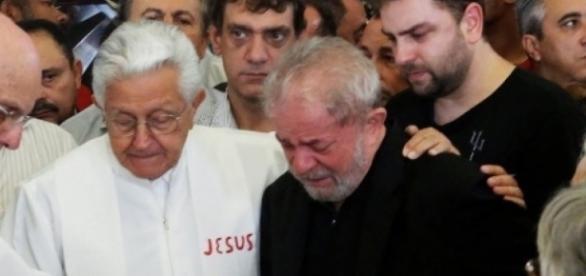 Lula no velório de Marisa Letícia