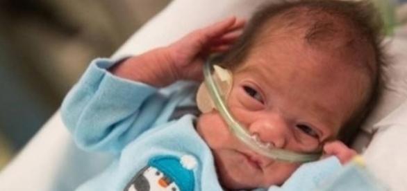Bebê Evlyn fica aos cuidados da família mesmo depois de morto