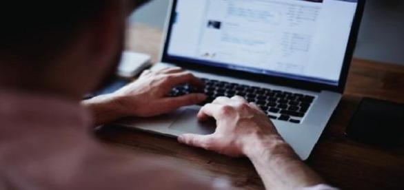 """E-mail com o assunto """"Cronograma para saque do FGTS disponível"""" não passa de um golpe virtual"""