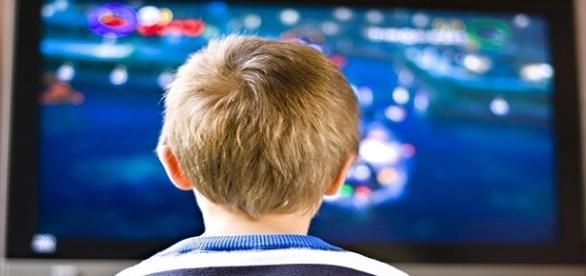 Espectadores são expostos a programações que fazem apologia a violência por longos períodos durante o dia