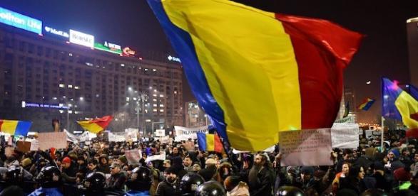 La protesta per le strade di Bucarest