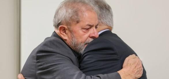 Lula Recebe temer em hospital Sírio-Libanês
