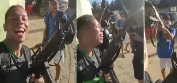 Nas imagens os garotos que faziam festa e riam apresentando as armas pesadas.