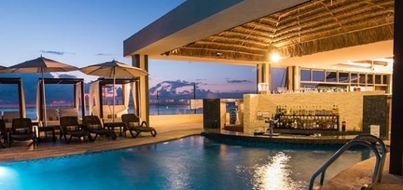 Piscina do Desire Resort, Riviera Maia, México / Divulgação