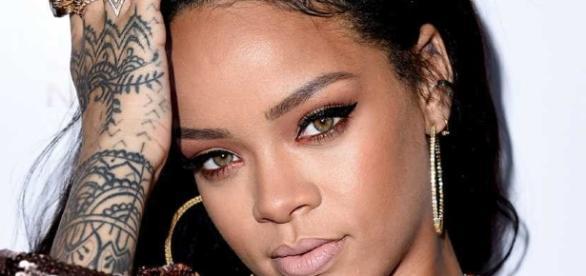 Rihanna faz parte do time dos sem sorte no amor