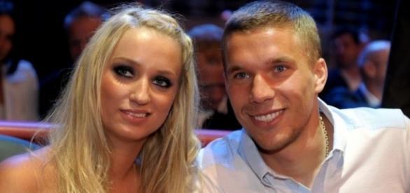 Sohn Louis trägt Lukas Podolski ... | Awww! So süß verkündet Lukas ... - ok-magazin.de
