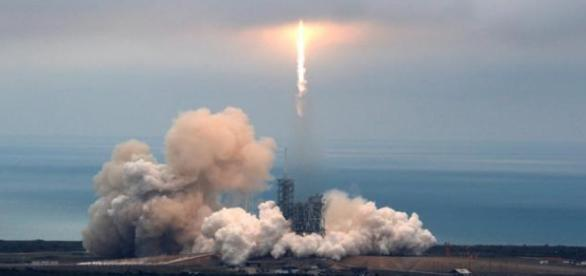 SpaceX launches rocket from historic NASA pad 39A in Florida. / Photo from 'ABS-CBN News' - abs-cbn.com