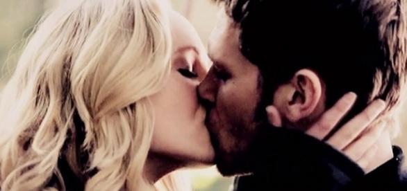 Ele prometeu ser o último amor de Klaroline. Será que a promessa será cumprida?