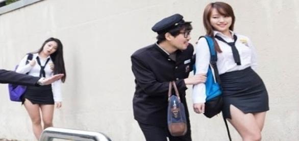 Estudantes da Coréia do Sul usam uniforme sensual para ir a escola.