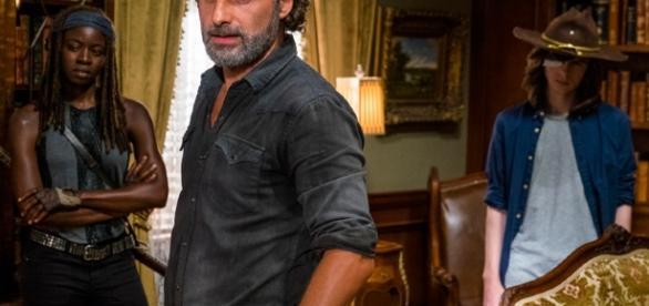 "Michonne, Rick e Carl no episódio 9 da sétima temporada de ""The Walking Dead"""
