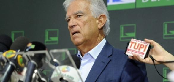 Rubens Bueno sobe na tribuna para defender PEC de sua autoria