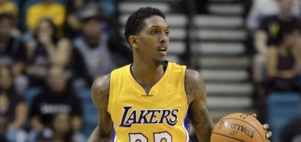 Lou Williams con la camiseta de los Lakers (vía theScore.com)