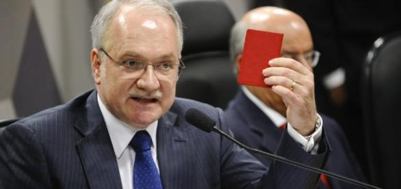 Ministro do STF, Edson Fachin, rejeitou solicitações feitas pelo ex-presidente Lula e o senador Aécio Neves