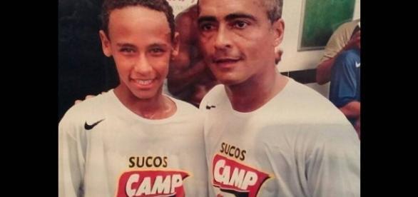 Neymar aparece em foto antiga com Romário