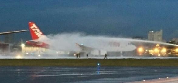 O fogo no avião foi rapidamente controlado