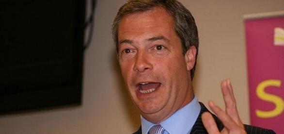 """Nigel Farage și-a cerut scuze cetățenilor britanici pentru """"subestimarea"""" numărului de imigranți din România și Bulgaria"""