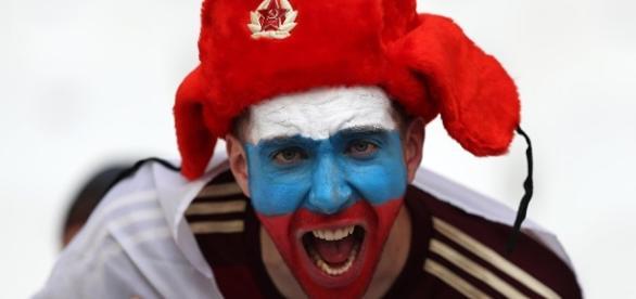 Frankreich schiebt 50 russische Fußball-Fans ab - sputniknews.com