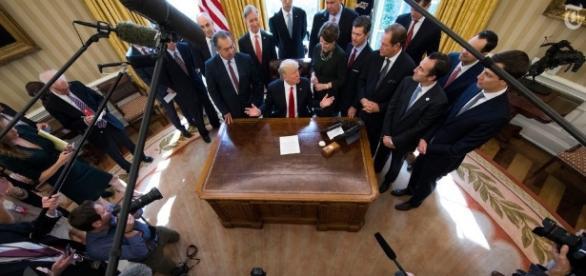 Guerra aperta tra Trump e le più importanti testate giornalistiche Usa, un fatto senza precedenti nella storia statunitense. Foto: Twitter