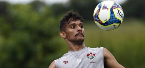 Gustavo Scarpa acerta renovação de contrato com o Fluminense até 2020 (Foto: Gazeta Esportiva)