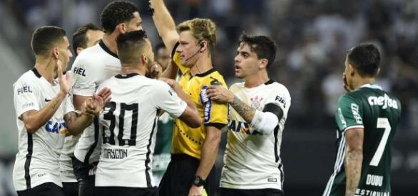 O árbitro que apitou o jogo no Itaqueirão pede desculpas por erros.