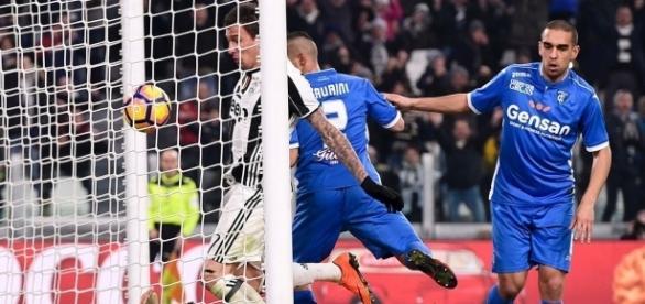 O gol foi de Mandzukic, mas para o árbitro, o gol foi do goleiro adversário, Skorupski