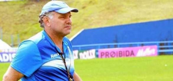 Toninho Cecílio é o terceiro técnico demitido