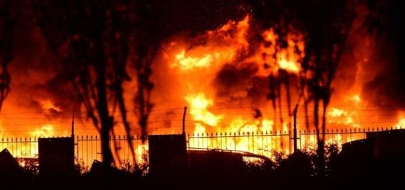 Crolla palazzo a Catania, un morto e feriti gravi.