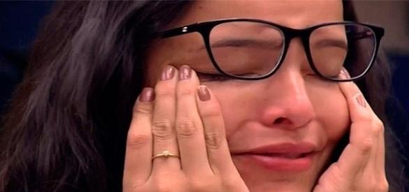 Emilly hipotetiza situação em que poderia ficar grávida de Marcos no BBB