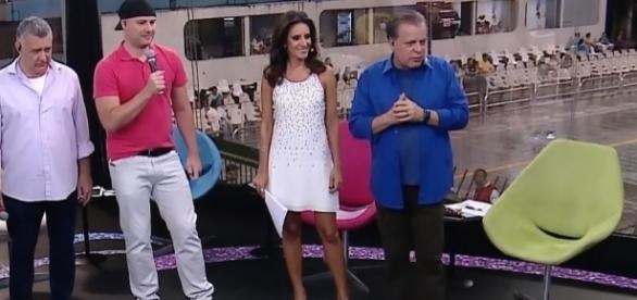 Monalisa Perroni (vestido branco), jornalista da Rede Globo