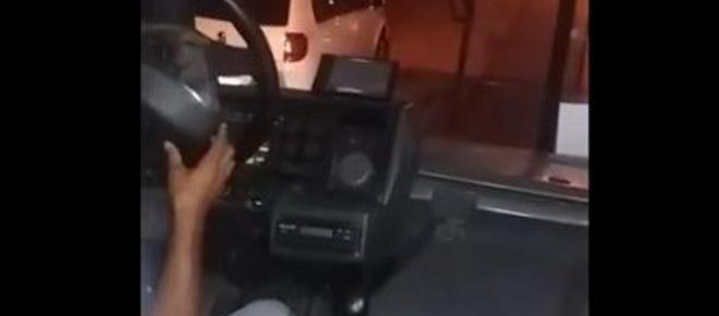 Volante solta de ônibus e desespera passageiros; vídeo
