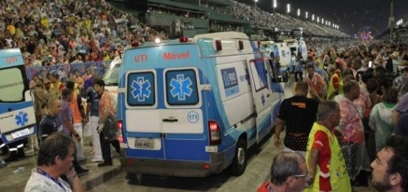 Acidente com carro alegórico da Paraíso do Tuiuti deixou 20 feridos na Sapucaí.