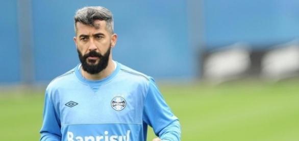 Grêmio ainda procura substituto para Douglas