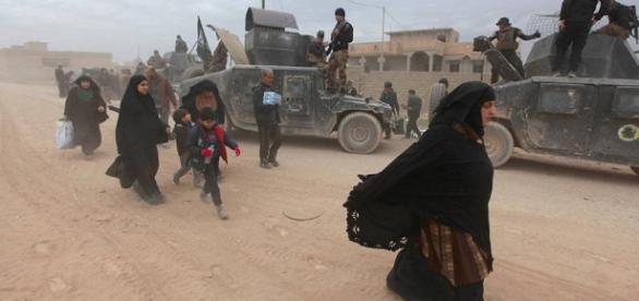 Iraq: Residentes de Mosul huyen de campamentos precarios pese al ... - democracynow.org
